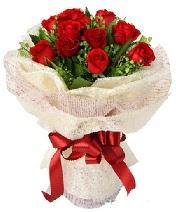 12 adet kırmızı gül buketi  Gaziantep çiçek satışı