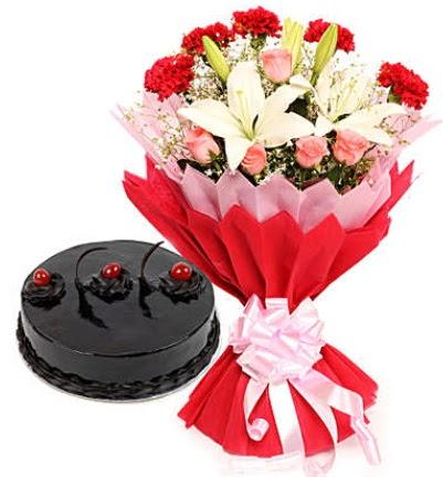 Karışık mevsim buketi ve 4 kişilik yaş pasta  Gaziantep çiçek mağazası , çiçekçi adresleri