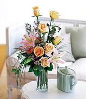 Gaziantep hediye sevgilime hediye çiçek  cam yada mika vazo içerisinde gül kazablanka