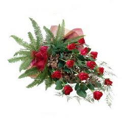 Gaziantep İnternetten çiçek siparişi  10 adet kirmizi gül özel buket çiçek siparisi