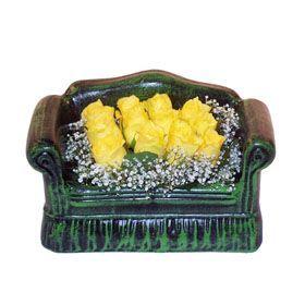 Seramik koltuk 12 sari gül   Gaziantep çiçek online çiçek siparişi