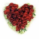 kalp biçiminde 15 gülden   Gaziantep internetten çiçek satışı
