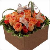kare sandikta 11 gülllerden   Gaziantep çiçek mağazası , çiçekçi adresleri