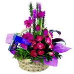 çikolata ve sepette çiçek   Gaziantep cicek , cicekci