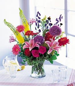 Gaziantep çiçek yolla  karisik mevsimsel çiçeklerden hos bir vazo tanzimi