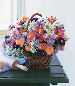 Gaziantep çiçek yolla  Kocaman bir mevsim demeti sepet içerisinde