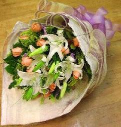 Gaziantep güvenli kaliteli hızlı çiçek  11 ADET GÜL VE 1 ADET KAZABLANKA