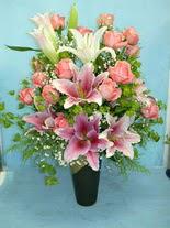 Gaziantep güvenli kaliteli hızlı çiçek  cam vazo içerisinde 21 gül 1 kazablanka