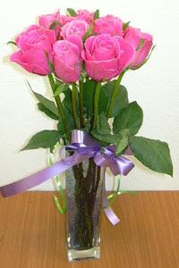 cam vazo içerisinde 11 adet gül  Gaziantep güvenli kaliteli hızlı çiçek