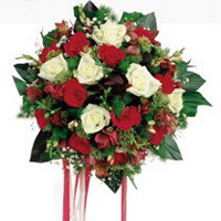 Gaziantep çiçek online çiçek siparişi  6 adet kirmizi 6 adet beyaz ve kir çiçekleri buket