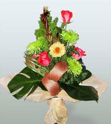 Gaziantep çiçek online çiçek siparişi  3 adet gül 4 adet gerbera çiçegi sade buket