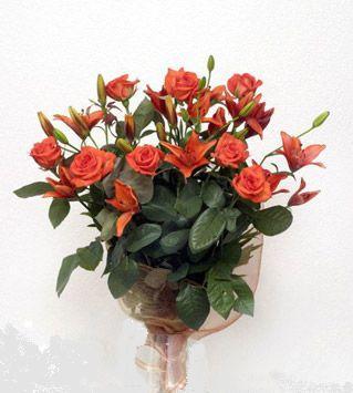 9 adet gül ve 3 adet lilyum çiçegi buketi   Gaziantep çiçek gönderme sitemiz güvenlidir