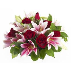 güller ve kazablnaklardan aranjman  Gaziantep çiçek satışı