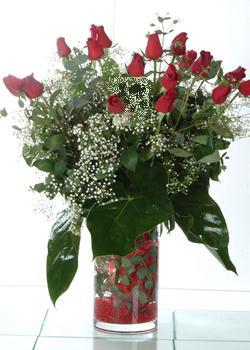 Gaziantep internetten çiçek satışı  11 adet kirmizi gül ve cam yada mika vazo tanzim
