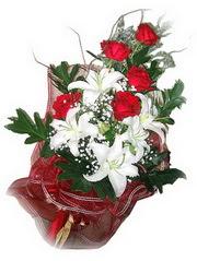 Gaziantep çiçek siparişi sitesi  5 adet kirmizi gül 1 adet kazablanka çiçegi buketi