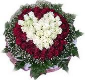Gaziantep çiçekçi mağazası  27 adet kirmizi ve beyaz gül sepet içinde