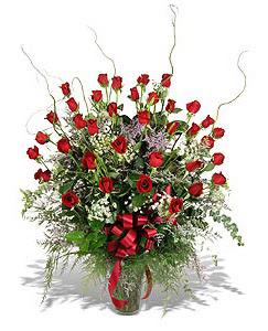 Gaziantep kaliteli taze ve ucuz çiçekler  33 adet kirmizi gül vazo içerisinde