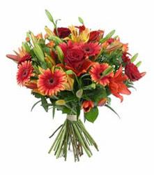 Gaziantep uluslararası çiçek gönderme  3 adet kirmizi gül ve karisik kir çiçekleri demeti