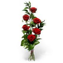 Gaziantep kaliteli taze ve ucuz çiçekler  cam yada mika vazo içerisinde 6 adet kirmizi gül