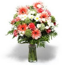 Gaziantep yurtiçi ve yurtdışı çiçek siparişi  cam yada mika vazo içerisinde karisik demet çiçegi
