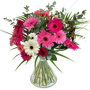 15 adet gerbera ve vazo çiçek tanzimi  Gaziantep İnternetten çiçek siparişi