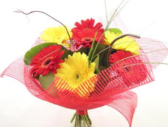 9 adet gerbera çiçeklerinden buket  Gaziantep anneler günü çiçek yolla
