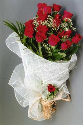 10 adet kirmizi güllerden buket çiçegi  Gaziantep çiçekçiler