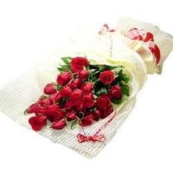 Çiçek gönderme 13 adet kirmizi gül buketi  Gaziantep anneler günü çiçek yolla