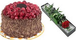 1 adet yas pasta ve 1 adet kutu gül  Gaziantep çiçek gönderme