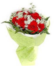 Gaziantep hediye sevgilime hediye çiçek  7 adet kirmizi gül buketi tanzimi
