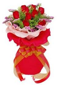 Gaziantep çiçek yolla  8 Adet kirmizi güllerden buket tanzimi