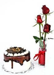 Gaziantep çiçek yolla , çiçek gönder , çiçekçi   vazoda 3 adet kirmizi gül ve yaspasta