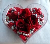 Gaziantep çiçek gönderme sitemiz güvenlidir  mika kalp içerisinde 3 adet gül ve taslar