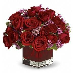 11 adet kırmızı gül vazosu  Gaziantep yurtiçi ve yurtdışı çiçek siparişi