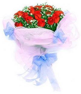 Gaziantep kaliteli taze ve ucuz çiçekler  11 adet kırmızı güllerden buket modeli