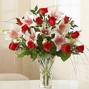 Gaziantep çiçekçi mağazası  12 adet kırmızı gül 1 dal kazablanka çiçeği