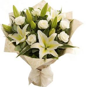 Gaziantep çiçek satışı  3 dal kazablanka ve 7 adet beyaz gül buketi
