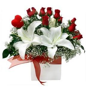Gaziantep çiçek mağazası , çiçekçi adresleri  1 dal kazablanka 11 adet kırmızı gül vazosu