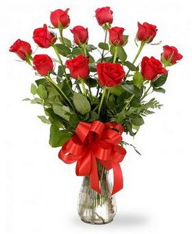 Gaziantep hediye sevgilime hediye çiçek  12 adet kırmızı güllerden vazo tanzimi