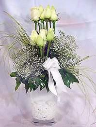 Gaziantep İnternetten çiçek siparişi  9 adet vazoda beyaz gül - sevdiklerinize çiçek seçimi