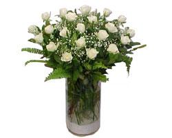 Gaziantep çiçekçiler  cam yada mika Vazoda 12 adet beyaz gül - sevenler için ideal seçim