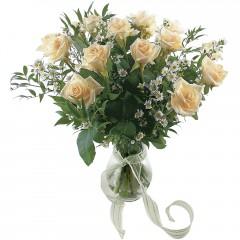 Vazoda 8 adet beyaz gül  Gaziantep çiçekçi telefonları