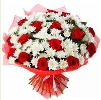 11 adet kırmızı gül ve beyaz kır çiçeği  Gaziantep güvenli kaliteli hızlı çiçek