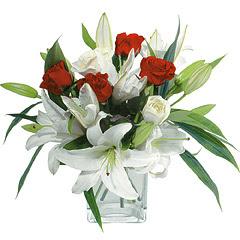 vazo içerisinde 4 gül 1 adet kazablanka  Gaziantep İnternetten çiçek siparişi