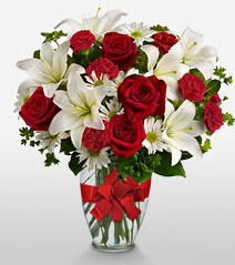 Eşsiz vazo tanzimi güller kazablankalar  Gaziantep İnternetten çiçek siparişi