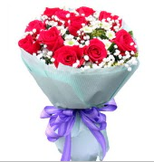 12 adet kırmızı gül ve beyaz kır çiçekleri  Gaziantep çiçek mağazası , çiçekçi adresleri