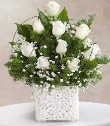 9 beyaz gül vazosu  Gaziantep anneler günü çiçek yolla