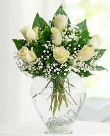 Cam içerisinde 7 adet beyaz gül  Gaziantep çiçek yolla