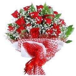 11 kırmızı gülden buket  Gaziantep çiçekçi telefonları