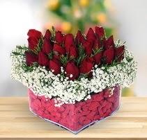 15 kırmızı gülden kalp mika çiçeği  Gaziantep anneler günü çiçek yolla